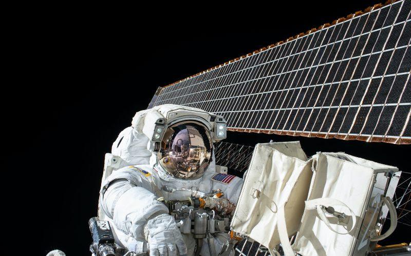 Чтобы стать космонавтом надо разбираться во многих научных знаниях