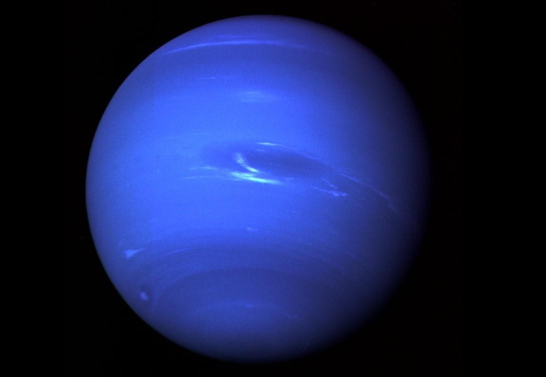 Планета Нептун на фото с Вояджера-2